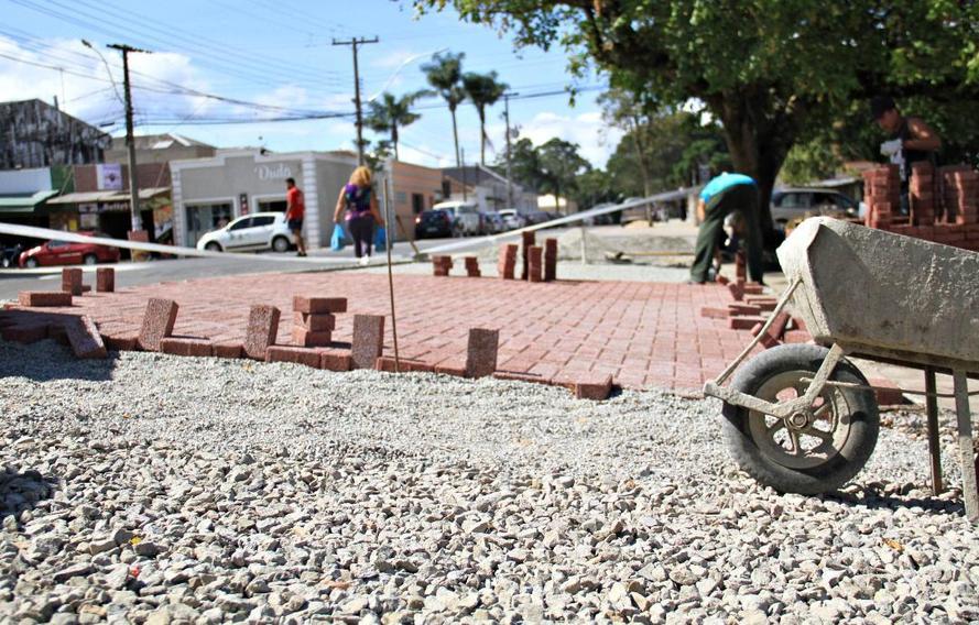 Em 100 dias, Governo pavimenta 188 km de ruas no Paraná