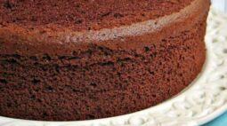 Massa de bolo de chocolate clássica | Aprenda como fazer