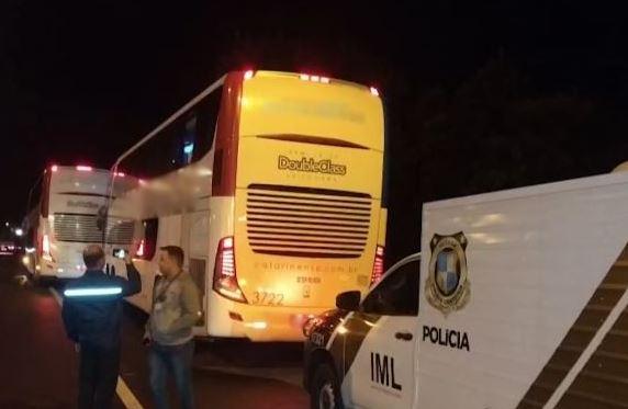 Passageiro de ônibus de turismo mata dois criminosos durante assalto na BR-116