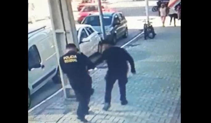 Bandidos assaltam casa de câmbio usando uniforme da Polícia Federal