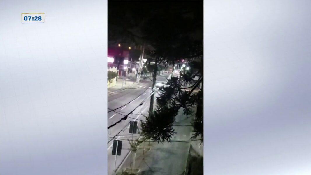 Veja vídeos de moradores que registraram tiroteio em banco de Araucária