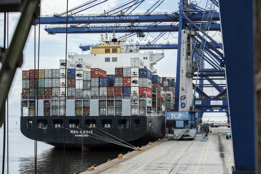 Porto de Paranaguá tem movimento recorde de contêineres