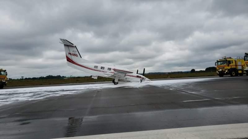 Vídeo: avião com problemas no trem de pouso faz pouso de emergência no aeroporto Afonso Pena
