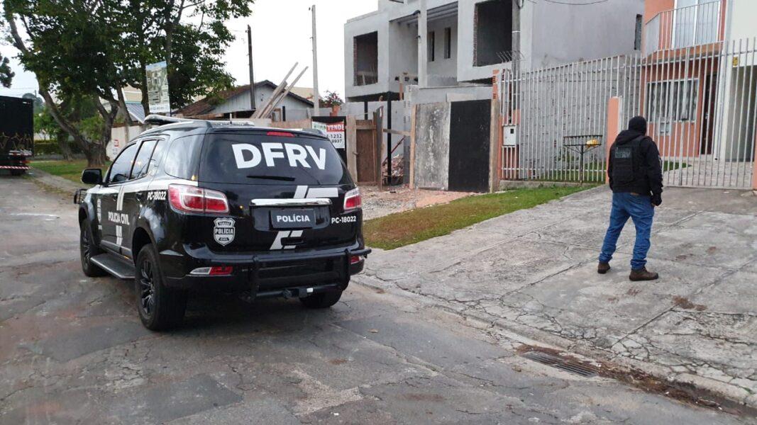 Presa dupla suspeita de furtos e roubos de veículos em Curitiba e RMC