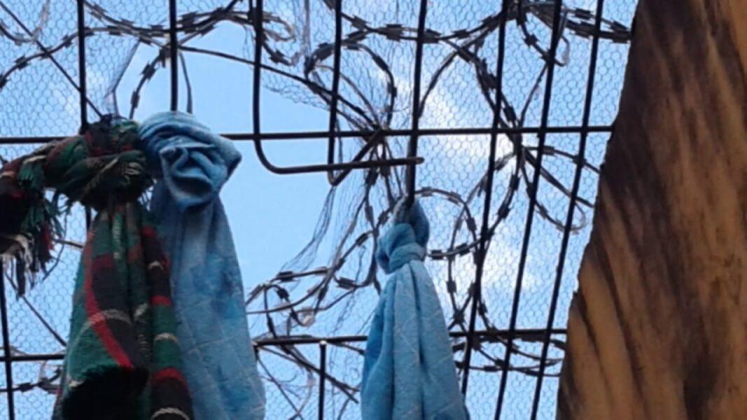 Presos que fugiram da cadeia de Pinhão são encontrados em forro de casa