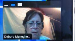 Professora tem problemas com aula online e é surpreendida pelos alunos