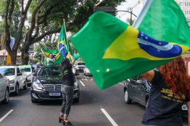 Curitiba e cidades do interior do Paraná têm buzinaço por fim da quarentena