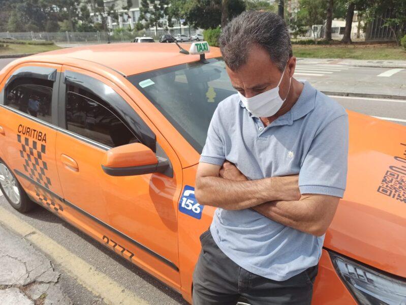 Taxistas fazem protesto em Curitiba pela redução de taxas; movimento teria caído em até 95%