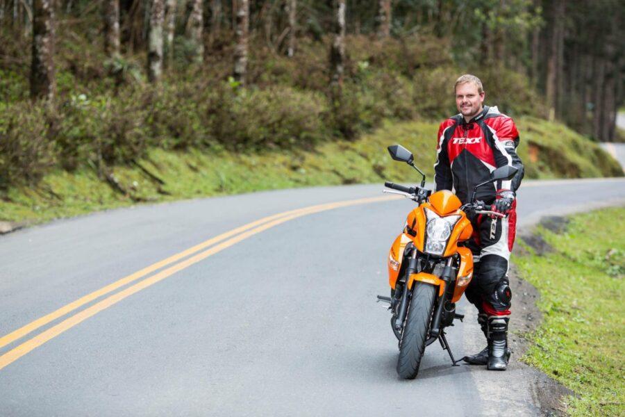 Despedida de motociclista que morreu na BR-277 é marcada por comoção