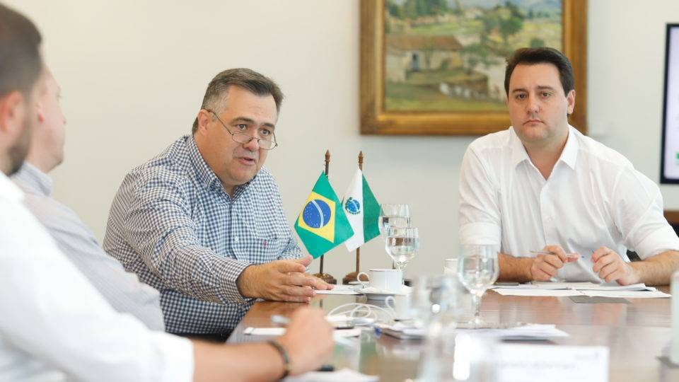 Governador e secretário de Saúde do Paraná vão para o isolamento