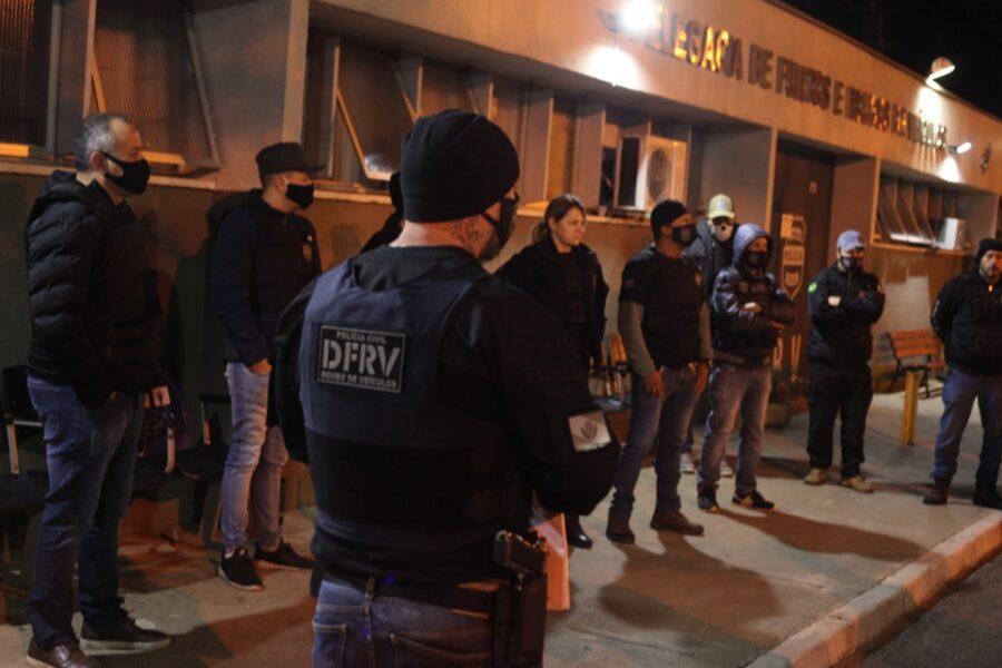 Polícia procura suspeitos de receptação e roubos de veículos em Curitiba e RMC