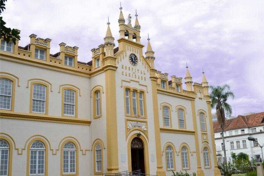 Santa Casa de Curitiba recebe doação para compra de respiradores para tratar casos graves de coronavírus