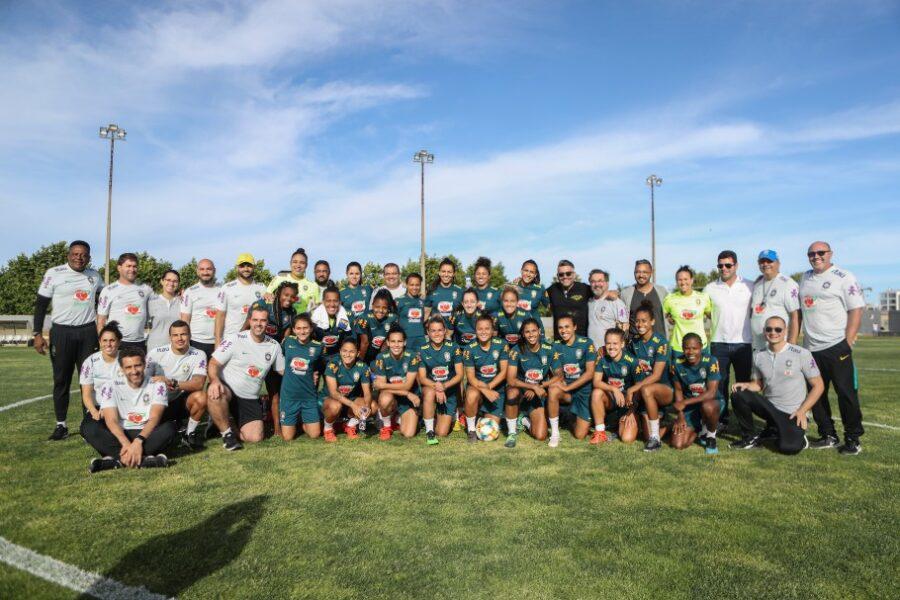 Seleção feminina realiza primeiro treino em Portugal