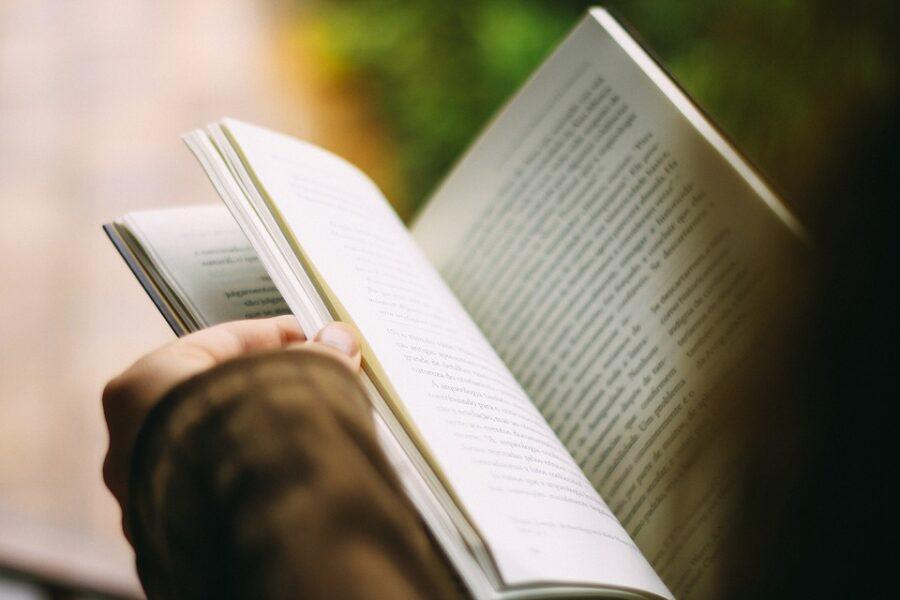 Feira do livro promete exemplares com 30% de desconto, em Curitiba