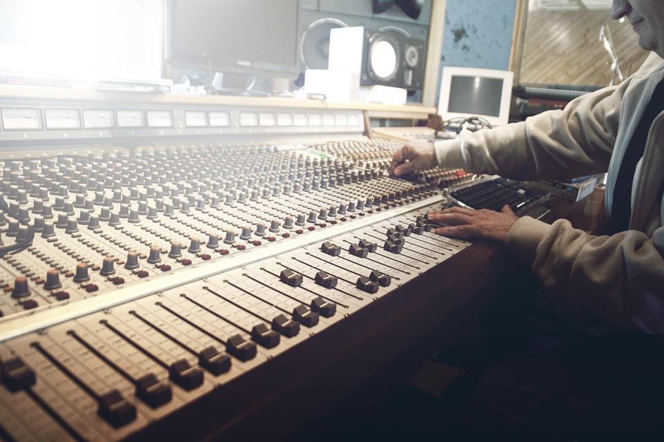 Luan Santana é o artista mais escutado da década nas rádios