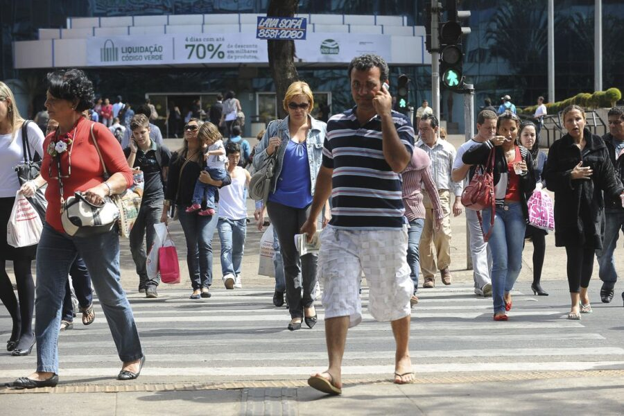 Taxa de desemprego no Brasil cai para 11,8% em julho