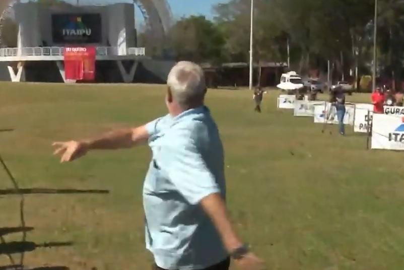 Esporte inusitado: conheça o torneio de arremesso de celular