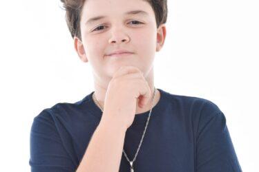 O ator Matheus Sampaio, aos 12 anos, faz sua estreia na TV como o órfão Ivan de 'Amor Sem Igual', da Record