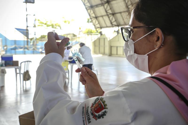 Terceira fase da campanha de vacinação contra gripe começa nesta segunda-feira (4), em Curitiba