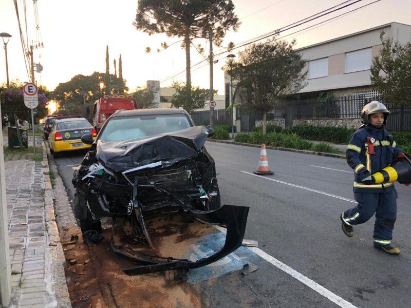 Acidente no Batel: jovem de 25 anos é ejetado do veículo e morre no local, em Curitiba