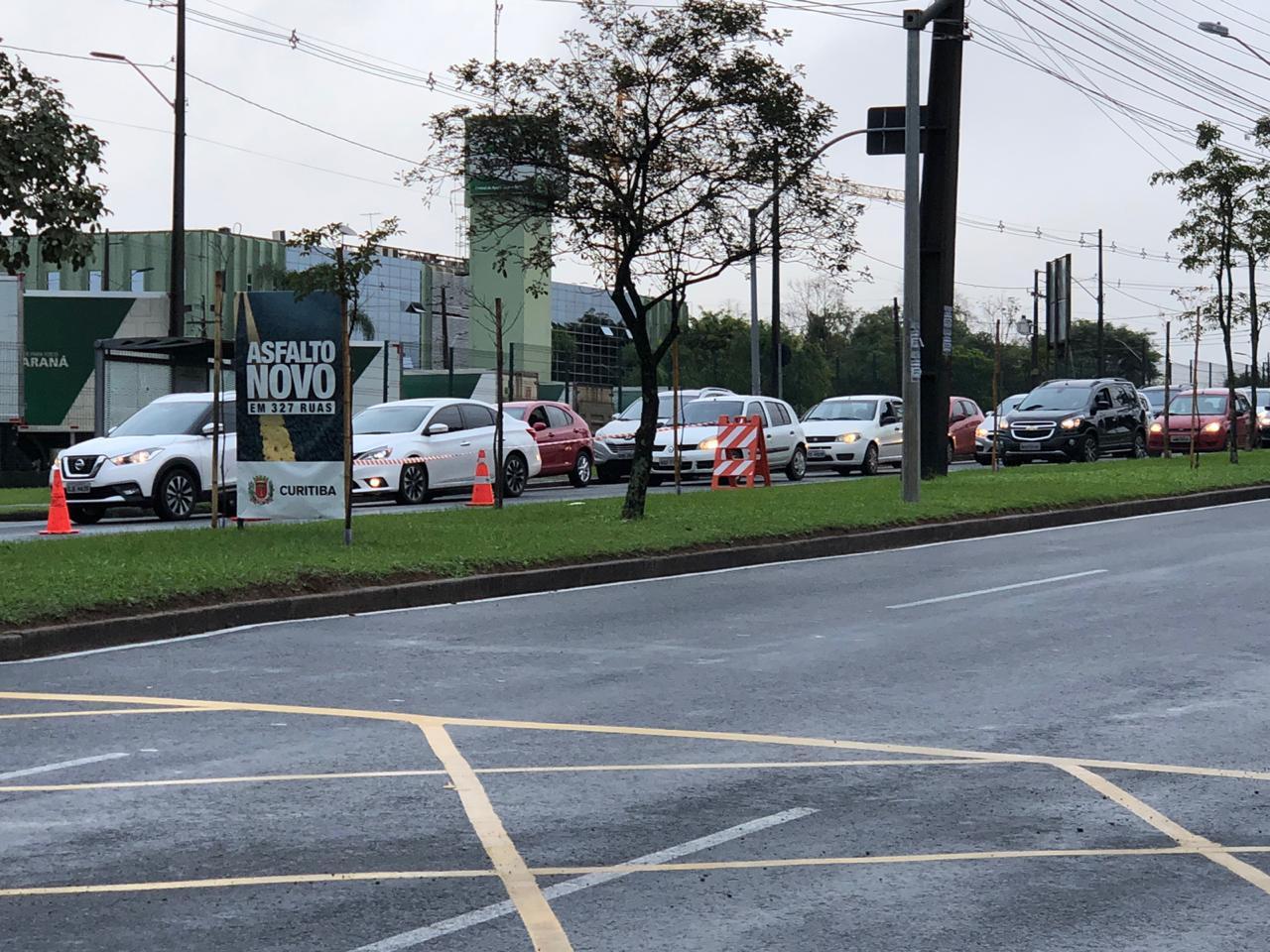 Agentes da Setran estão no local para orientar motoristas que passam pelo Jardim Botânico. (