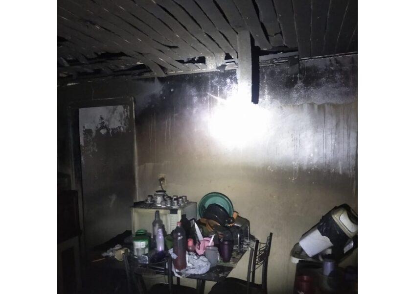 Jovem preso por suspeita de trancar esposa e filho em casa que pegou fogo é liberado
