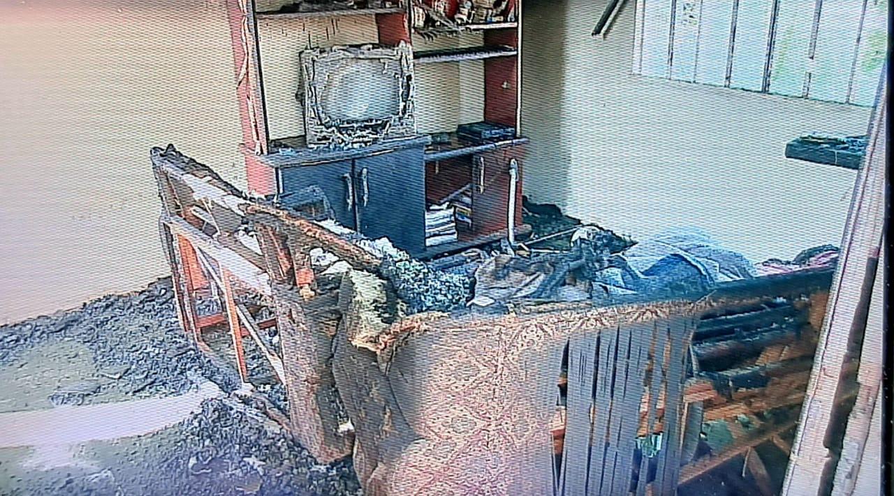 residencia-destruida-incendio-pinhais