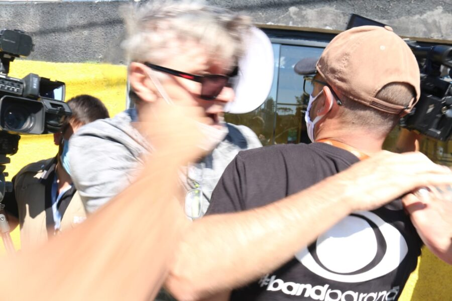 cinegrafista-ric-record-tv-agredido-manifestante-sede-pf