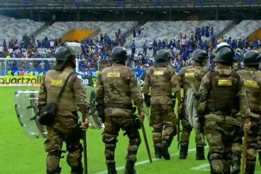 Veja imagens da confusão no Mineirão após o rebaixamento do Cruzeiro