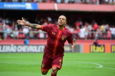 Luis Fabiano pode jogar Paulistão por clube do interior