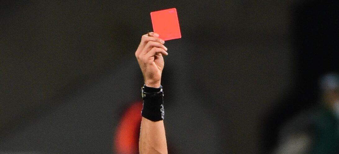 """Árbitro é banido no Marrocos por """"erros grosseiros"""" em jogo de futebol"""