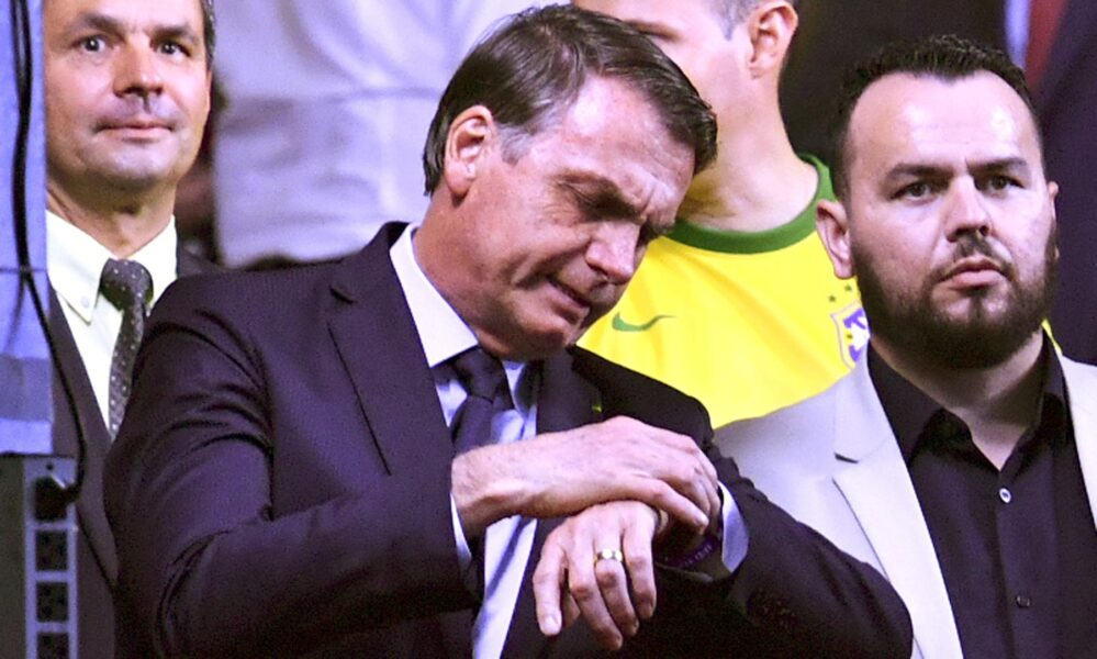 Facebook remove rede de fake news ligada a gabinetes da família Bolsonaro