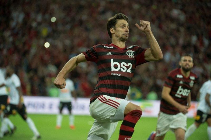 Rodrigo Caio comemora um ano da mudança do São Paulo para o Flamengo