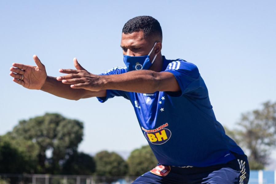 Thiago testa negativo para covid-19 e volta a treinar com o Cruzeiro