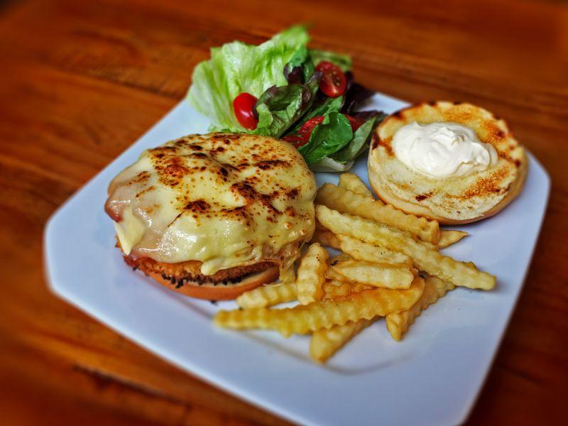 Restaurante Chelsea lança novos pratos de almoço com pegada norte-americana