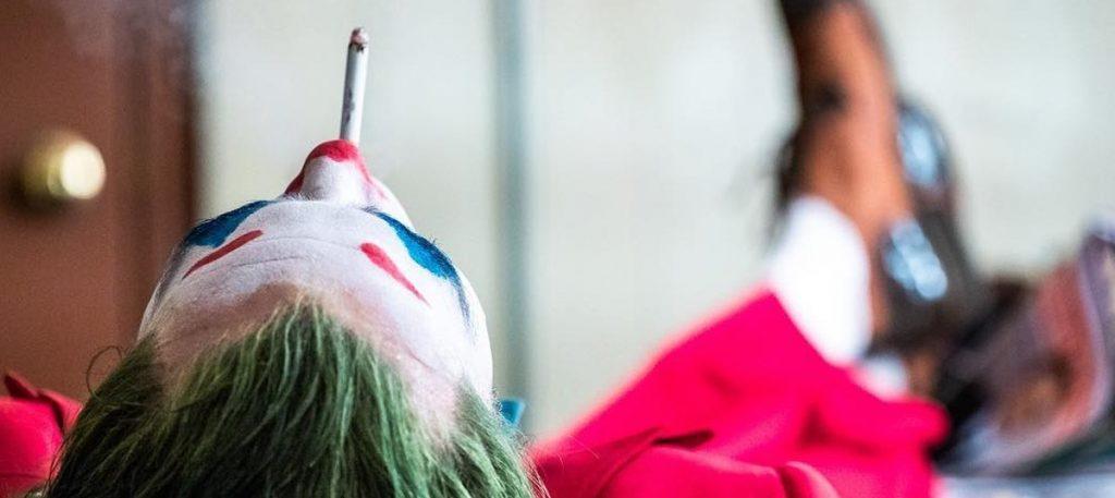 'Coringa' ganha nova imagem mostrando Joaquin Phoenix