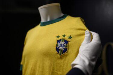 Camisa do Pelé é vendida por mais de R$ 137 mil em leilão