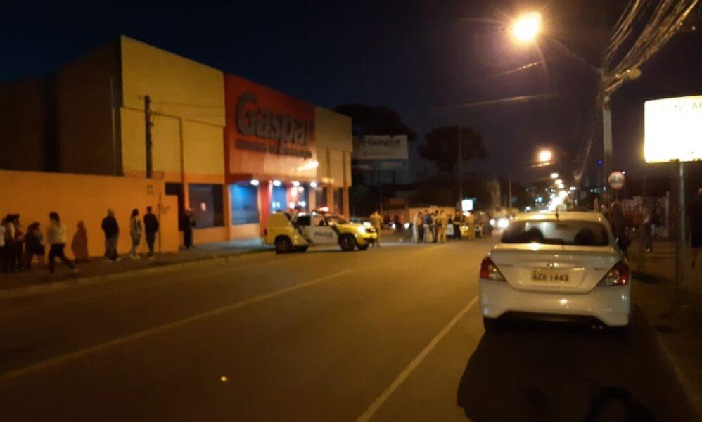 PM é baleado durante assalto em Curitiba