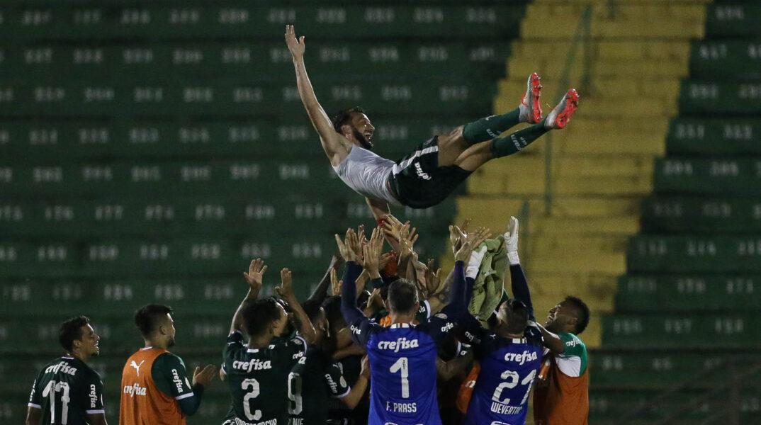 Edu Dracena pode se aposentar com série invicta pelo Palmeiras