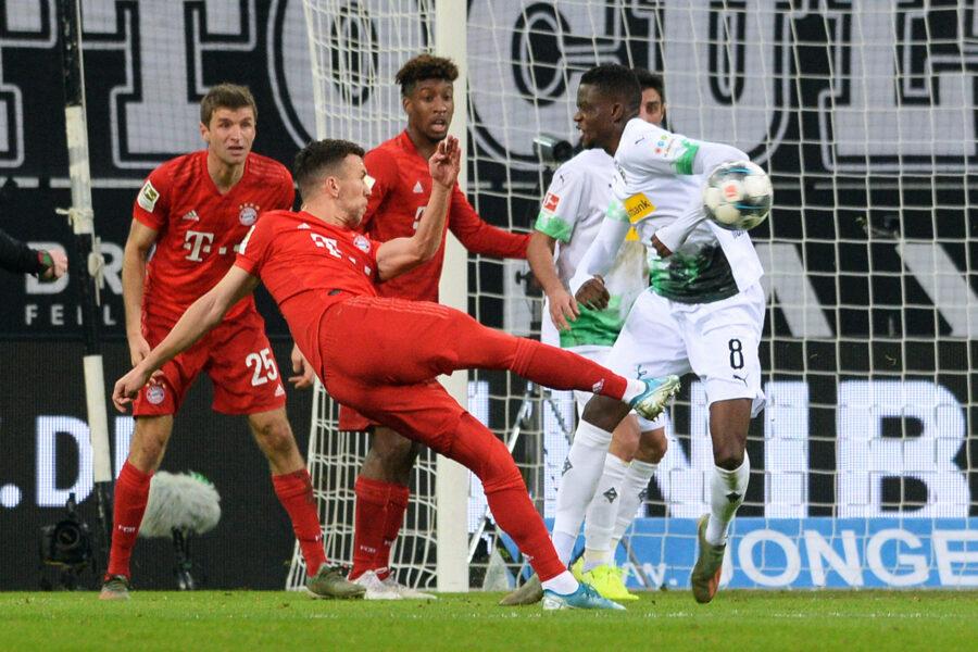 Veja fotos de Borussia Monchengladbach e Bayern de Munique pelo Alemão