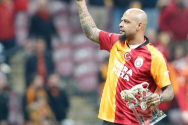 De férias do Palmeiras, Felipe Melo recebe homenagem do Galatasaray
