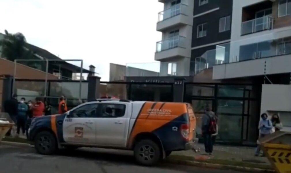 Caixas d'água se rompem e moradores de prédio são evacuados na RMC