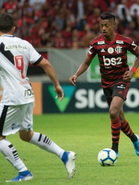Flamengo encara o Vasco no Maracanã em jogo antecipado do Brasileirão