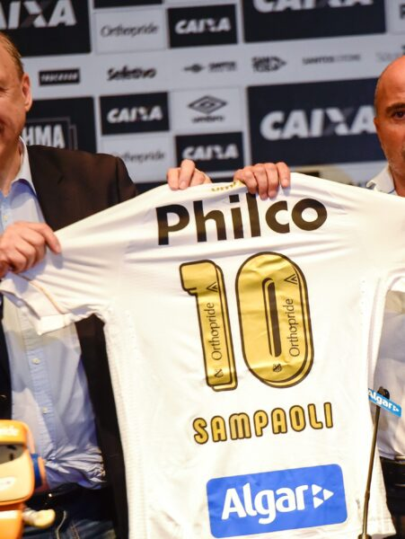"""Peres, sobre futuro de Sampaoli no Santos: """"Acho muito difícil ele sair"""""""