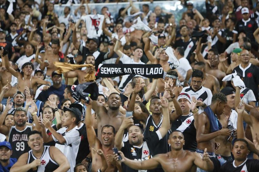 Vasco faz a festa de sua torcida no Maracanã contra Chapecoense