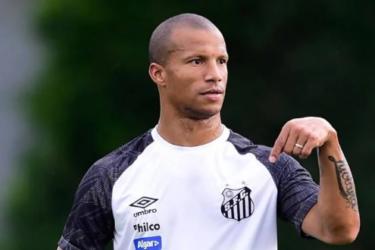 """Carlos Sánchez projeta duelo com """"sabor especial"""" contra o Flamengo"""