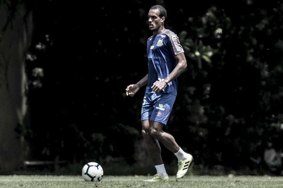 Santos deve confirmar pré-contrato para renovar com Luiz Felipe em janeiro