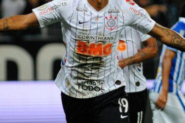 Corinthians volta a vencer contra o Avaí e vê São Paulo a um ponto