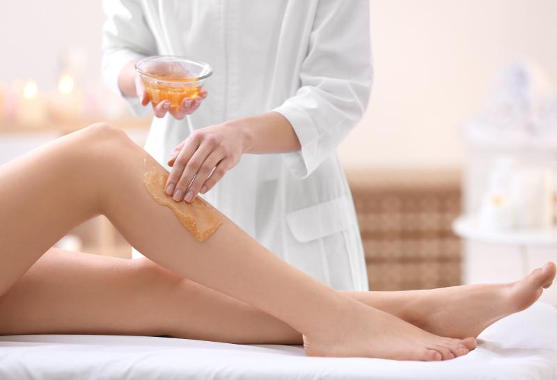 SELF CARE: conheça os benefícios do uso da cera quente na depilação