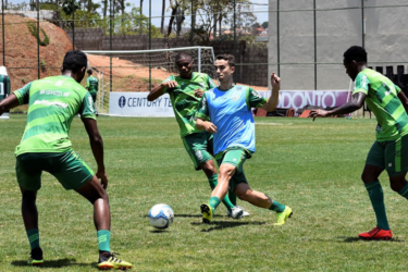 América-MG e Paraná se enfrentam pelo sonho da Série A